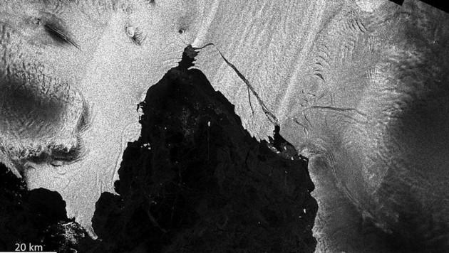 Der annähernd rechteckige Eisberg B44 (Bild: ESA)