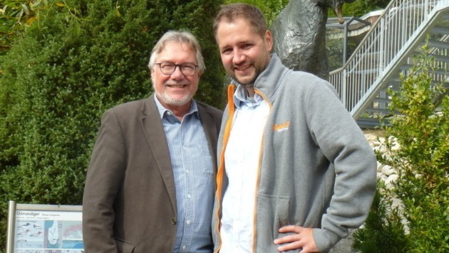 Michael Martys (li.) übergibt an seinen Nachfolger André Stadler (Bild: Alpenzoo)