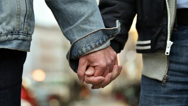 In Berlin gaben sich als erstes schwules Paar Bodo Mende und Karl Kreile das Jawort. (Bild: dpa-Zentralbild/Britta Pedersen)