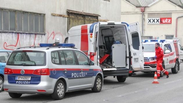 Der Tatort in Wels: Hier wurde die 49-Jährige niedergestochen, der Verdächtige ist auf der Flucht. (Bild: laumat.at / Matthias Lauber)
