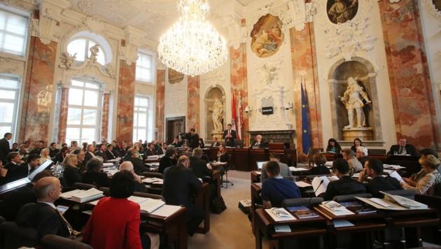 Der Tiroler Landtag (Archivbild) ist am Donnerstag zu einer Sondersitzung in Sachen Coronavirus zusammengekommen. (Bild: Christof Birbaumer/Kronen Zeitung)