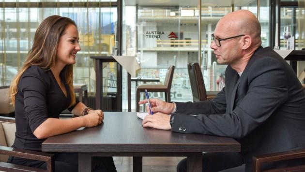 """Helena Grabner beim Interview mit Andi Schwantner (Leitender Redakteur """"Krone""""). (Bild: Markus Wenzel)"""