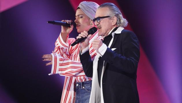 Frida-Gold-Sängerin Alina Süggeler und Dieter Meier von Yello (Bild: ORF)