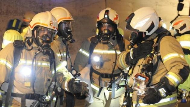 Männer, die durchs Feuer gehen! (Bild: Roland Holitzky)