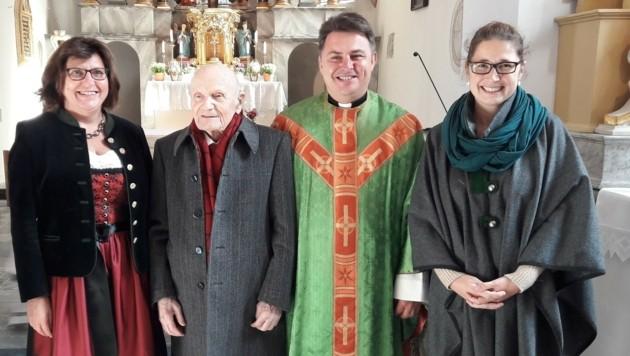 Bürgermeisterin Cäcilia Spreitzer, Claudius Chalandon, Pfarrer Petre Solomes, Tamara Schellander (Bild: St. Georgen ob Kreischberg)