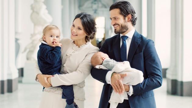 Prinz Carl Philip und Prinzessin Sofia mit den Kindern (Bild: Erika Gerdemark/Kungahuset.se)