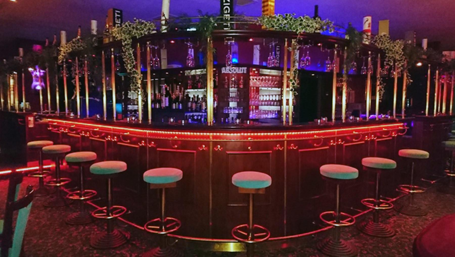 Wie soll man in Clubs und Bars Frauen kennenlernen? (Liebe und Beziehung, Beziehung)