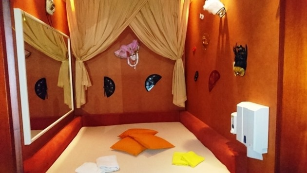 erotische erlebnisse in der sauna swingerbar wien