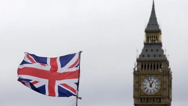 Der Masseverwalter flog gestern Abend mit Firmenchef Stefan Fill nach England. (Bild: AFP)