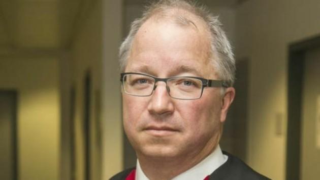 Staatsanwalt Robert Holzleitner listete Überfälle und Einbruchsdiebstähle auf. (Bild: Wildbild)