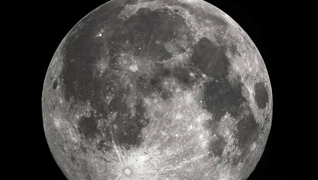 Die dunklen Mare auf dem Mond (Bild: Wikimedia/Gregory H. Revera (CC BY-SA 2.0))
