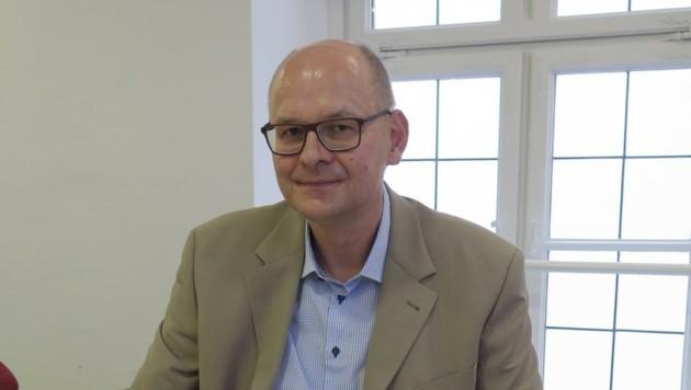 Dr. Helmut Kehrer ist Dermatologe, hat täglich mit Hautkrebs-Patienten zu tun. (Bild: Markus Schütz)