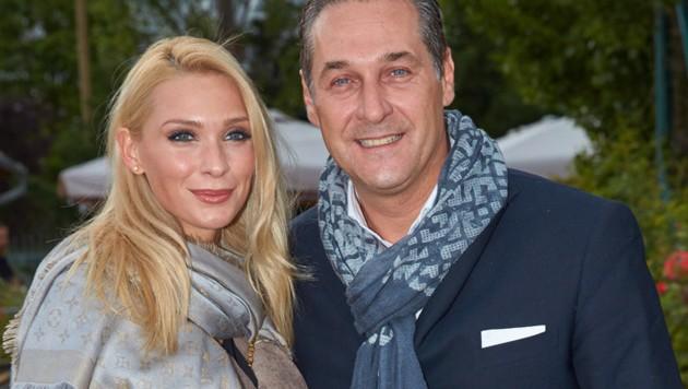 Heinz-Christian Strache mit Ehefrau Philippa (Bild: Starpix/ Alexander TUMA)