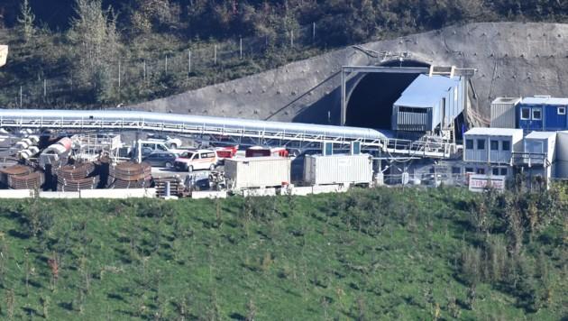 Bei dieser Zufahrt zum Tunnel im Ahrental kam es zu dem tödlichen Unfall. (Bild: zeitungsfoto.at)