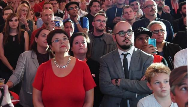 Betretene Gesichter in der SPÖ-Wahlkampfzentrale (Bild: AP)