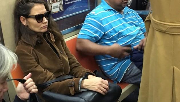 Katie Holmes fährt lieber mit der U-Bahn als mit der Luxuslimousine zum Shopping. (Bild: www.PPS.at)