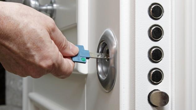 Die Eingangstüren sind besser ohne Dekoration zu belassen (Symbolbild). (Bild: stock.adobe.com)