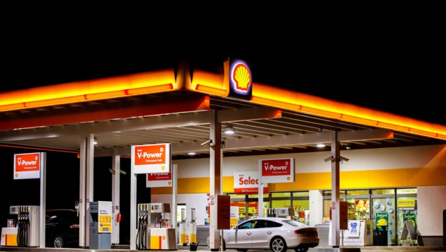 Nach dem Überfall auf die Shell-Tankstelle konnte der Täter flüchten. (Bild: Pressefoto Scharinger © Daniel Scharinger)