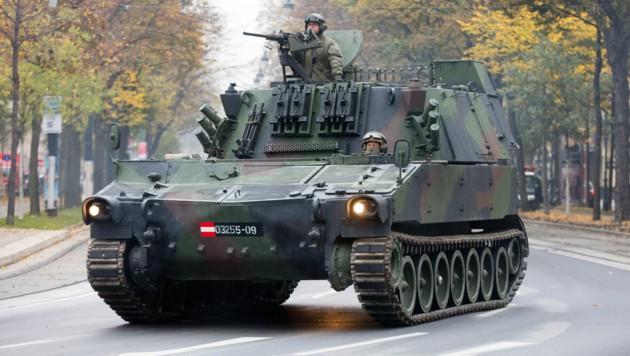 Panzer auf der Wiener Ringstraße (Bild: APA/GEORG HOCHMUTH)