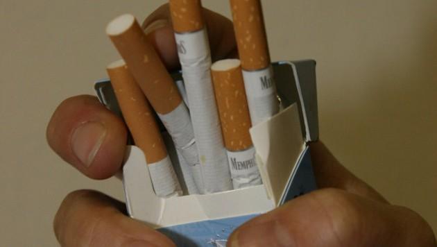 Die Missachtung des Rauchverbots ließ bei dem Nichtraucher die Emotionen hochkochen. (Bild: Horst Einöder/flashpictures.at)