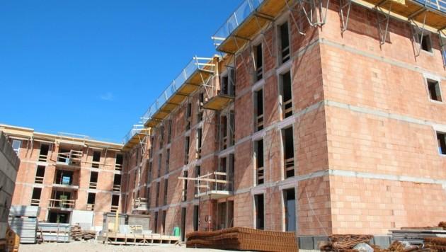 Die Nachfrage am Wohnungsmarkt bleibt hoch. (Bild: Krone)