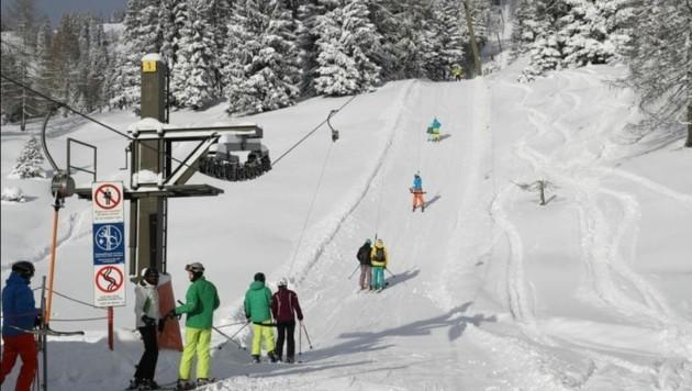 Der vergangene Winter: Als der Besitzer aus Fernost endlich aufsperrte, kamen viele Sportler (Bild: Franz Neumayr)