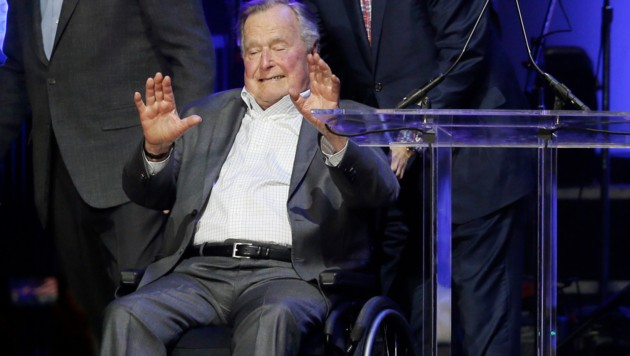 """George H.W. Bush beim """"Hurricanes Relief Concert"""" Ende Oktober 2017 Texas (Bild: Copyright 2017 The Associated Press. All rights reserved.)"""