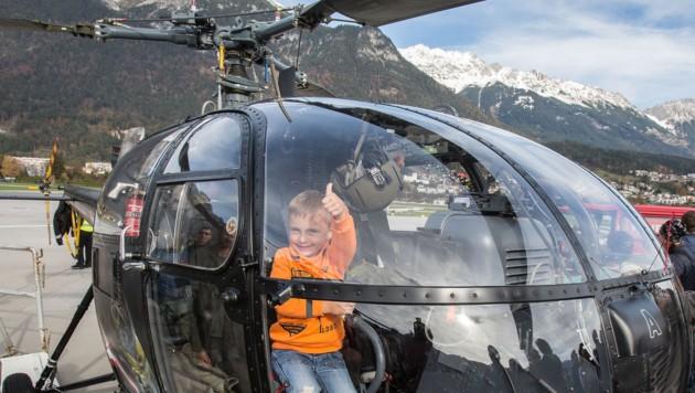 Im Cockpit des Hubschraubers Alouette III durfte der 5-jährige Maximilian Platz nehmen. (Bild: Christian Forcher)