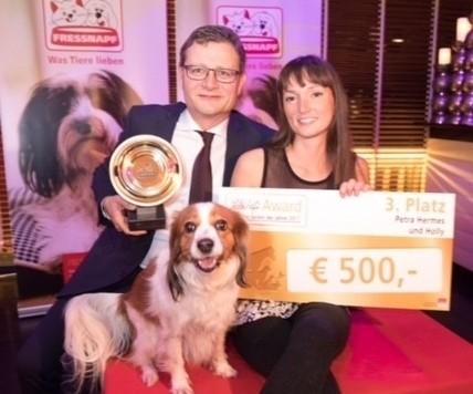 """Hund """"Holly"""" bekam Preis für seine Leistung. (Bild: (c) www.annarauchenberger.com / Anna Rauchenberger)"""