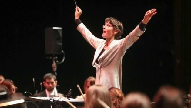 Leidenschaft, Engagement und unbändiger Elan: Das ist die Welt der Dirigentin Elisabeth â01ELisiâ01C Fuchs (Bild: Franz Neumayr)