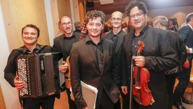 Der grandiose Fritz Karl und sein Tango-Ensemble begeisterten mit Lesung und Musik. (Bild: Markus Tschepp)