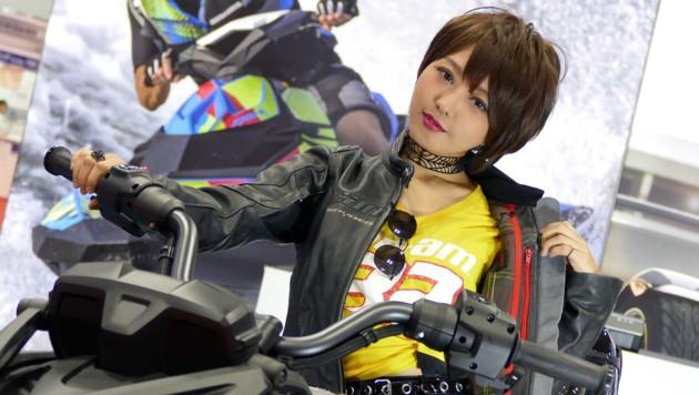Der laszive Blick ist bei Messehostessen auf der Tokyo Motor Show eher selten. (Bild: Stephan Schätzl)