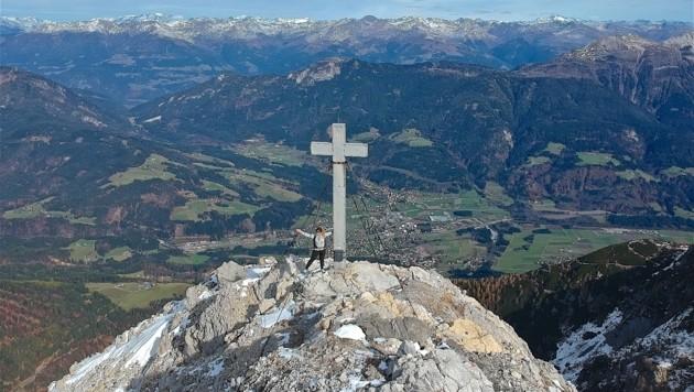 Das Gipfelkreuz befindet sich etwas unterhalb des Gipfels (Bild: Hannes Wallner)