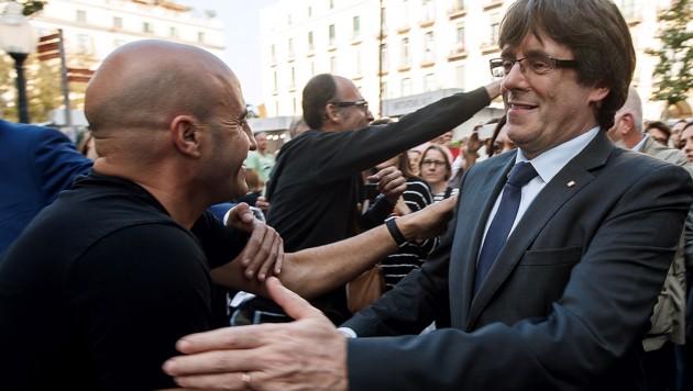 """Carles Puigdemont (r.) will """"friedlich ein freies Land"""" gründen. (Bild: AFP)"""