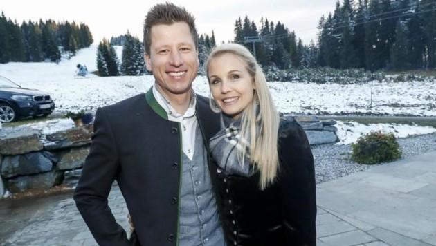Mit dabei auf der Lisa Alm auch ÖSV Speed-Ass Hannes Reichelt mit seiner Frau Larissa Hofer. îA55 (Bild: Markus Tschepp)