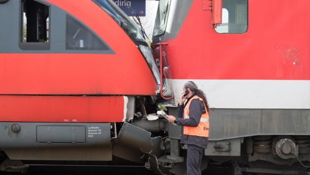 Die Geistergarnitur krachte gegen den Personenzug: mehrere 100.000 Euro Sachschaden. (Bild: FOTOKERSCHI.AT/KERSCHBAUMMAYR)