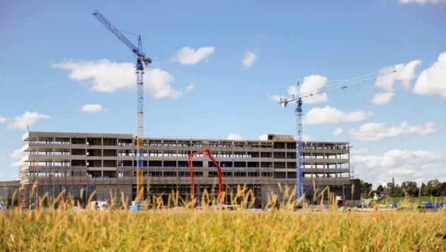 Zahlreiche Firmen, wie derzeit TGW (Foto), bauen in Marchtrenk. (Bild: Markus Wenzel)