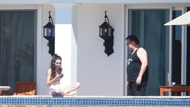 Russell Crowe mit seiner Assistentin in Los Cabos