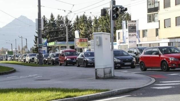Kolonne auch in der Innsbrucker Bundesstraße (Bild: Markus Tschepp)