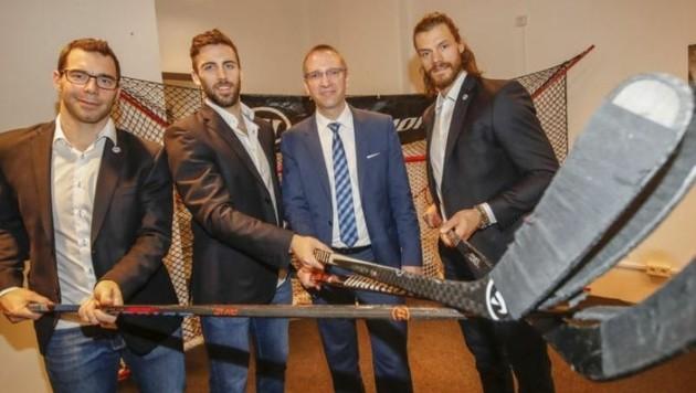 Center Manager Florian Went mit den Eishockey-Cracks J. Brouillette, B. Harris und Th. Raffl (Bild: Markus Tschepp)