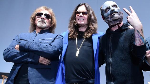 Ozzy Osbourne (m) mit Geezer Butler (l) und Corey Taylor (r)