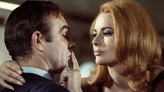 """Sean Connery und Karin Dor in """"James Bond - Man lebt nur zweimal"""" (1967) (Bild: Eon Productions)"""