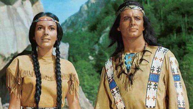 Karin Dor als Ribanna und Pierre Briece als Winnetou (Bild: YouTube.com)