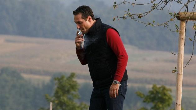 """Heinz-Christian Strache (hier auf einem Archivbild) unterzeichnete das Volksbegehren """"Smoke-Ja"""" und ist damit gegen das allgemeine Rauchverbot in der Gastronomie. (Bild: Robert Jaeger/APA/picturedesk.com)"""