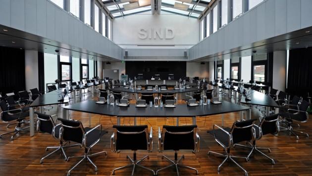 Der Plenarsaal des Innsbrucker Gemeinderats (Bild: APA/ROBERT PARIGGER)