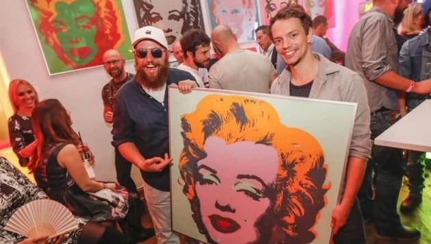 """Frans Zimmer alias """"Alle Farben"""" und Rapper MC Fitti rockten in der Galerie die Turntables. (Bild: Markus Tschepp)"""