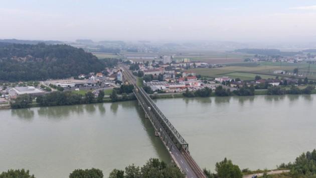 Die bestehende Donaubrücke in Mauthausen