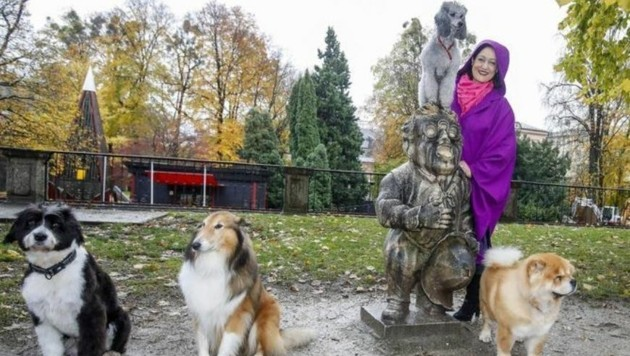 Tierfriseurin K. Leeder hier mit den von ihr gepflegten Hunden bei den Zwergerln im Mirabellgarten (Bild: Markus Tschepp)