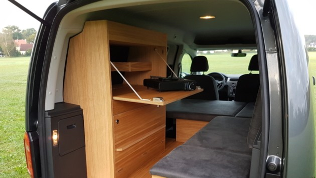 hier wird der vw caddy zum campingbus auto. Black Bedroom Furniture Sets. Home Design Ideas