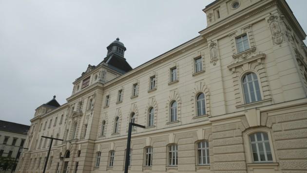 Das Landesgericht in St. Pölten (Bild: Peter Tomschi)